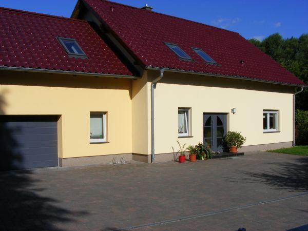 professionelle Fassadengestaltung und Sanierung mit Farbe in ...