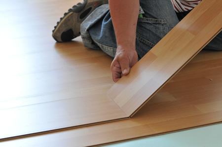 Fußboden Vinyl Oder Parkett ~ Professionelles verlegen von fußbodenbelägen wie teppich parkett